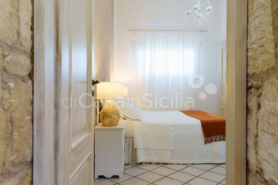Villa del Mito Seafront Villa Rental with Pool near Syracuse Sicily - 36